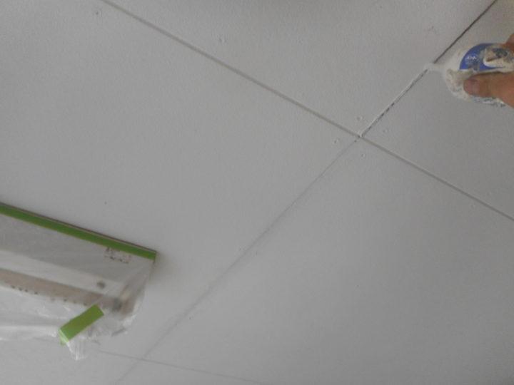 車庫天井クッラク補修