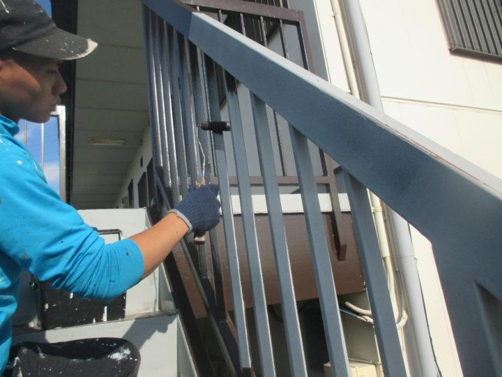 階段手摺中塗り