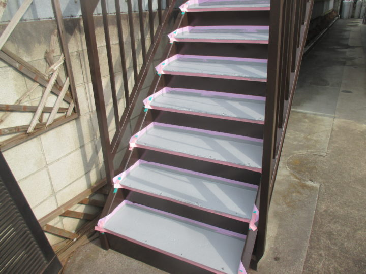 階段中塗り