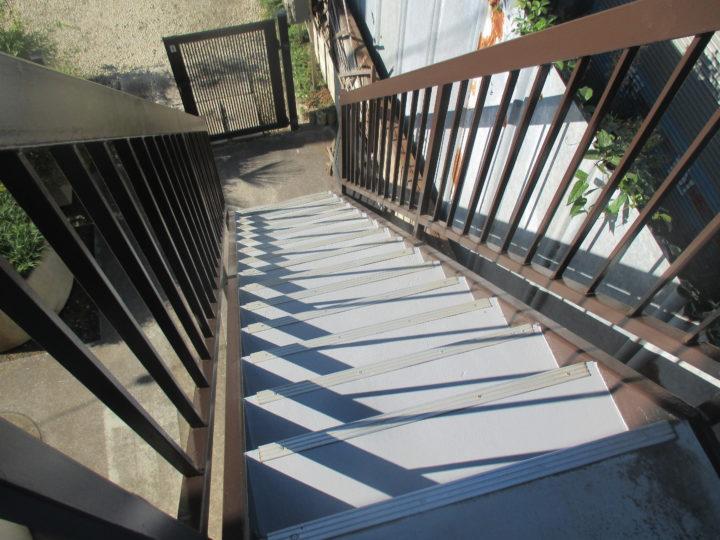 階段塗装完成後