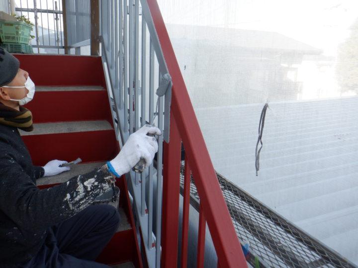 階段手摺り塗装